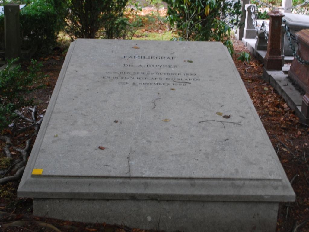 Het graf van Abraham Kuyper op begraafplaats Oud Eik en Duinen in Den Haag (foto: Bert Lever).
