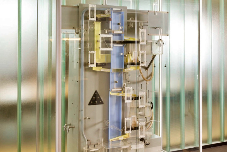 Ecocirc, gemaakt door de Instrumentmakerij Scheikunde, in opdracht van prof.dr. Folkert de Roos, Amsterdam 1951-1953, VU erfgoed en collecties, foto René den Engelsman 2018]