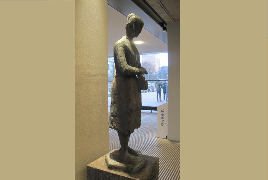 Pieter de Monchy, De spaarster, brons 1980, in de entree van het hoofdgebouw, 2014, VU erfgoed en collecties