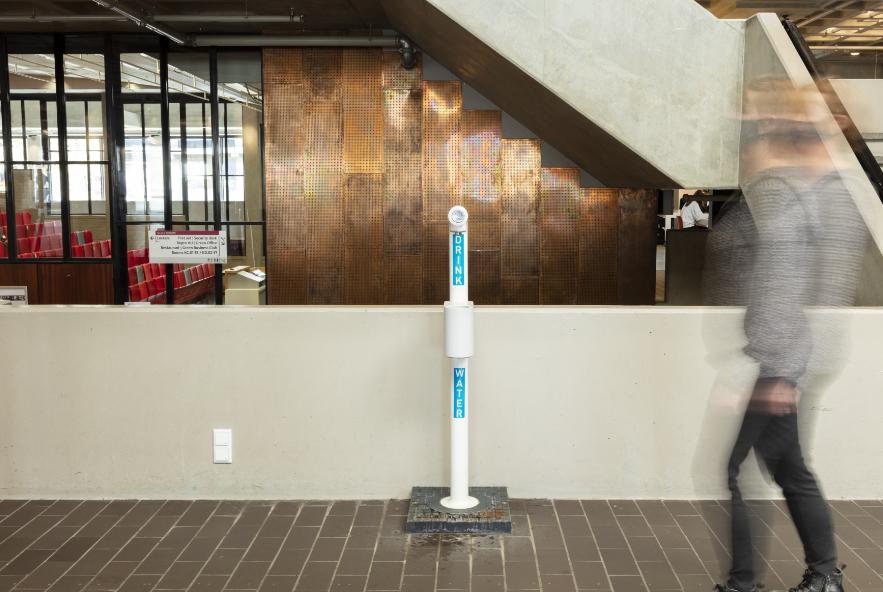 Watertappunt in de hal van het VU-hoofdgebouw, Foto: René den Engelsman 2021